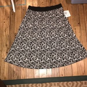 BNWT Lularoe Black and White Rose Jill Skirt